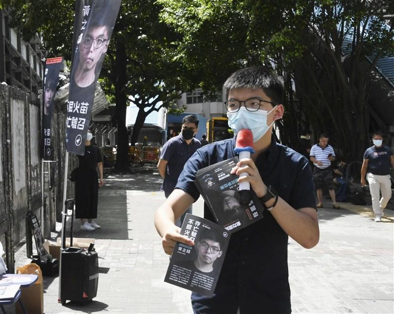 香港泛民主派就立法會選舉進行的初選有了初步結果,在分區地方直選中,本土派取得佳績,比如前香港眾志秘書長黃之鋒(前)在九龍東選區獲得最高票、民間人權陣線召集人岑子杰在九龍西得票最高。(共同社提供)