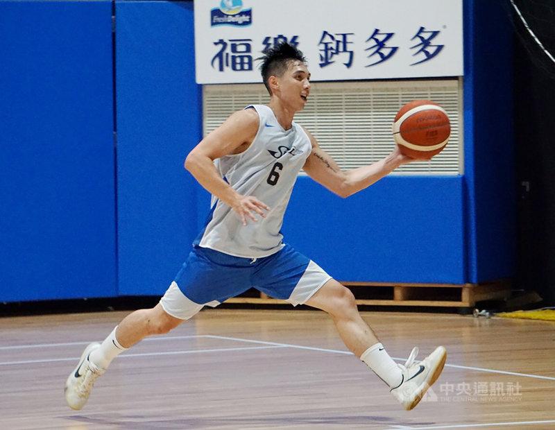 第18季超級籃球聯賽新人選秀會(SBL)15日即將登場,14日舉行測試會,擁有中國全國男子籃球聯賽(NBL)資歷的李漢昇,狀元呼聲最高。中央社記者黃巧雯攝 109年7月14日
