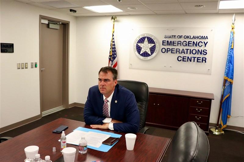 美國奧克拉荷馬州州長史提特15日宣布,自己對武漢肺炎呈陽性反應。(圖取自facebook.com/GovStitt)