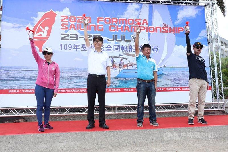 2020台灣盃全國帆船錦標賽24日起在澎湖觀音亭海域登場,來自全國9縣市、170名選手海上競技,力拚佳績。(帆船協會提供)中央社 109年7月24日