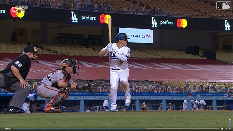 MLB洛杉磯道奇23日在主場迎戰舊金山巨人,靠著赫南德茲(打擊者)5打數4安打,並在8下開轟的情況下,終場道奇以8比1擊敗巨人。(圖取自facebook.com/Dodgers)