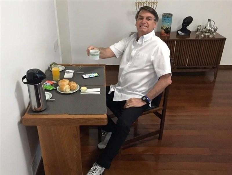 巴西總統波索納洛在武漢肺炎疫情期間的處理表現備受爭議,然而他的支持率不降反升。(圖取自facebook.com/jairmessias.bolsonaro)