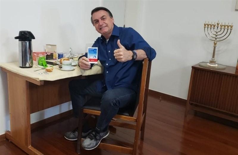 巴西總統波索納洛25日宣布,在7月7日確診武漢肺炎逾2週之後,如今他的病毒檢測結果已轉為陰性。(圖取自facebook.com/jairmessias.bolsonaro)
