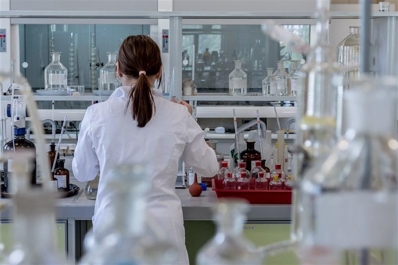 美國生技公司莫德納研發的武漢肺炎疫苗將進入臨床實驗最終階段,美國政府26日宣布加倍投資4億7200萬美元,累計對該公司砸下近10億美元。(示意圖/圖取自pixabay圖庫)