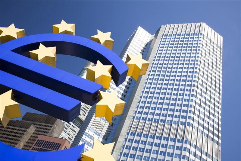 歐洲中央銀行22日將政策利率維持在史上最低點,並維持現有大規模收購債券的緊急抗疫振興措施規模。圖為歐洲央行所在的歐元塔。(圖取自歐洲議會網頁europarl.europa.eu)