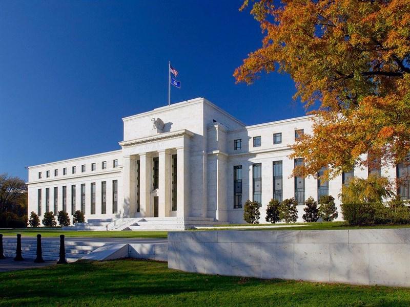 美國聯邦準備理事會預期將維持基準利率逼近於零至少到2023年。(圖取自facebook.com/federalreserve)