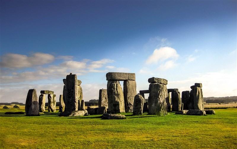 英格蘭威爾特郡巨石陣是全球最神秘的史前遺跡之一,科學家如今已解開巨石陣石材從何而來之謎,而這一切要歸功於在美國保存了數十年之久的核心樣本。(圖取自Pixabay圖庫)
