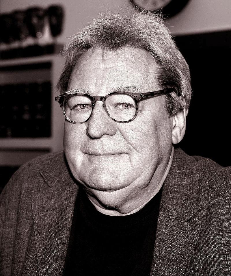 英國金獎導演派克7月31日辭世,享壽76歲。(圖取自維基共享資源網頁;作者Lisa Moran Parker,CC BY-SA 1.0)
