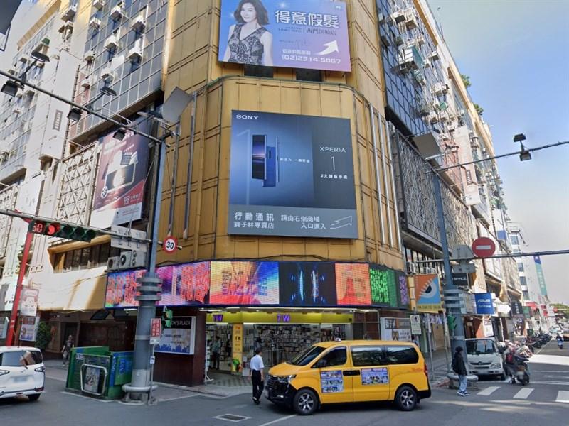 台北市警消2日下午獲報,西門町獅子林大樓(圖)進行電梯維修作業時,一名維修工人受困電梯井並遭電梯夾於梯坑,當場傷重不治身亡。(圖取自Google地圖google.com.tw/maps)