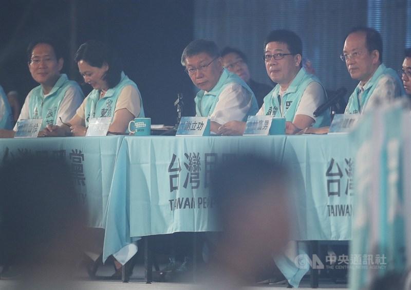 台灣民眾黨成立週年黨慶暨黨員大會2日登場,黨主席柯文哲(前中)表示,台灣目前面臨藍綠惡鬥、派系分贓,有必要展開「第二波寧靜革命」,目標建立共融社會、實踐國家治理。中央社記者張新偉攝 109年8月2日