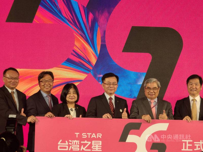 台灣之星宣布5G正式開台,成為國內第4家開通5G服務的電信業者。圖右2台灣之星董事長林清棠。中央社記者江明晏攝 109年8月4日