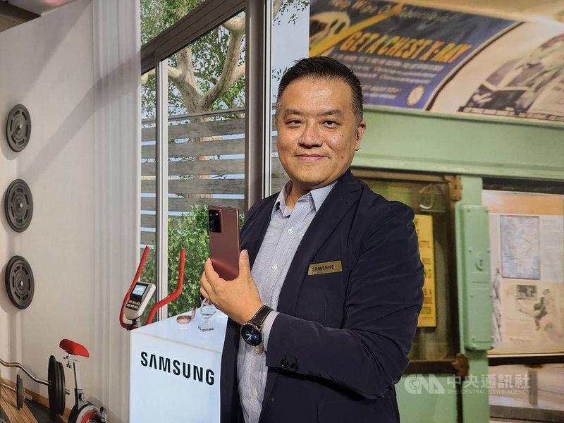 台灣三星電子行動與資訊事業部副總經理陳啟蒙分享,Note20主打升級的S Pen「遠端遙控 3.0」,並首創跨裝置整合PC、電視等功能。中央社記者江明晏攝 109年8月5日