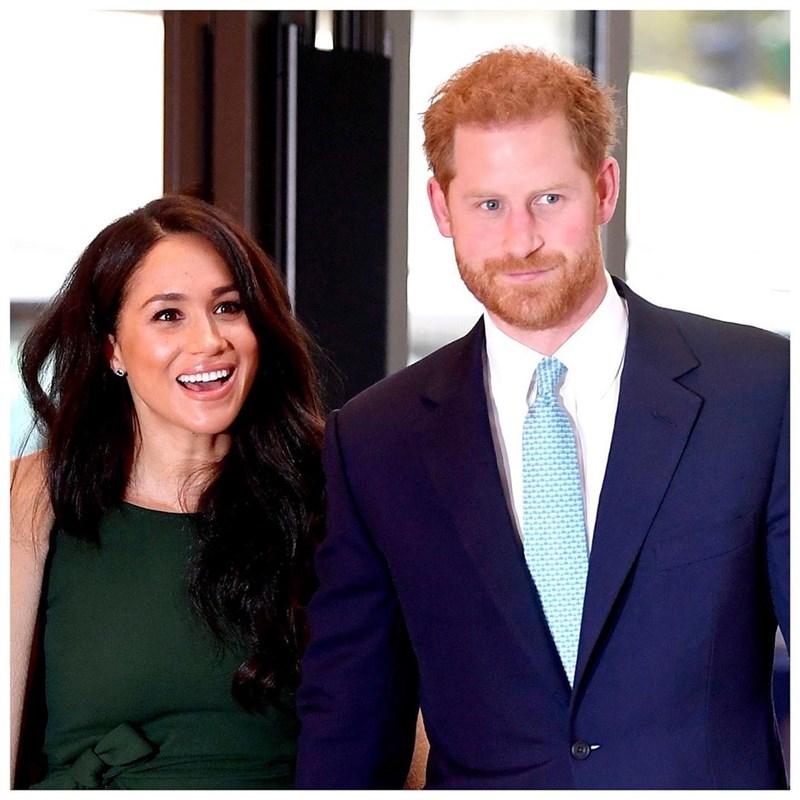 英國哈利王子(右)和妻子梅根(左)在專訪中透露,下一胎孩子是女的,哈利說:「我們會組成自己的家庭,4個人和2隻狗。」(圖取自instagram.com/sussexroyal)