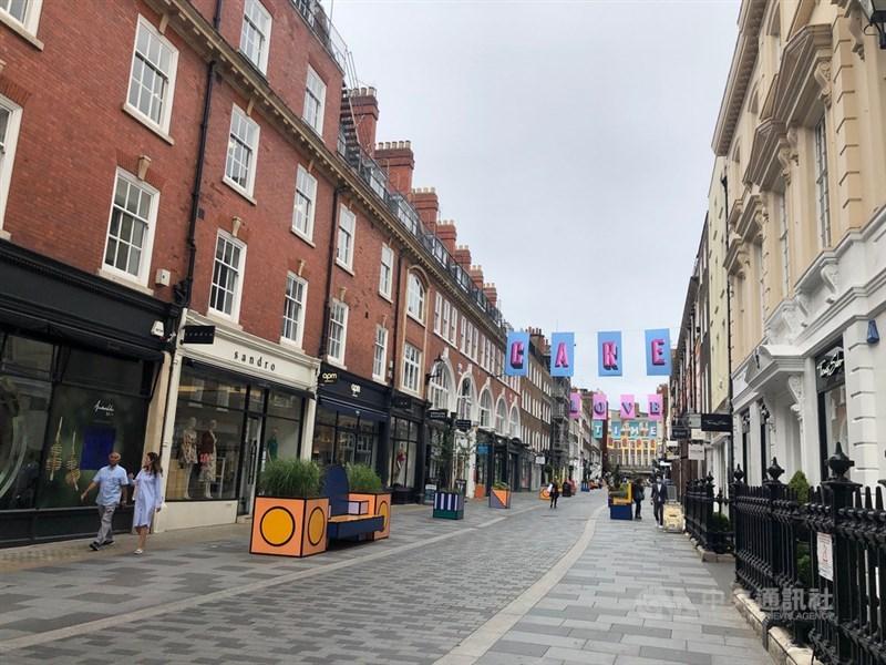 英國百貨公司陸續恢復營業,但民眾短期內仍不敢上街購物,偏好網購,往日購物人潮不再。中央社記者戴雅真倫敦攝 109年8月12日