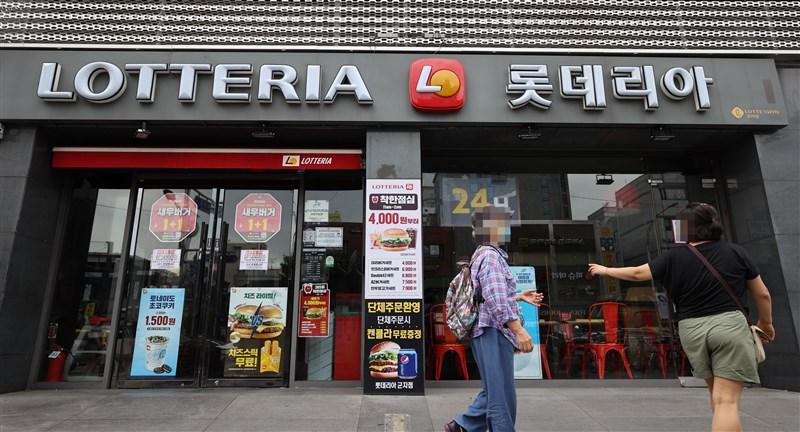 韓國武漢肺炎12日新增56例,其中多達47例為社區感染,包括多名連鎖速食店儂特利確診員工。(韓聯社)