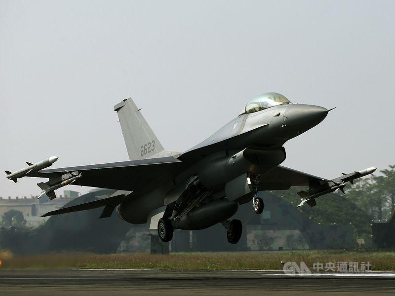 外電14日報導,台灣對美66架新型F-16V戰機軍購案底定。圖為F-16V同型戰機。(中央社檔案照片)