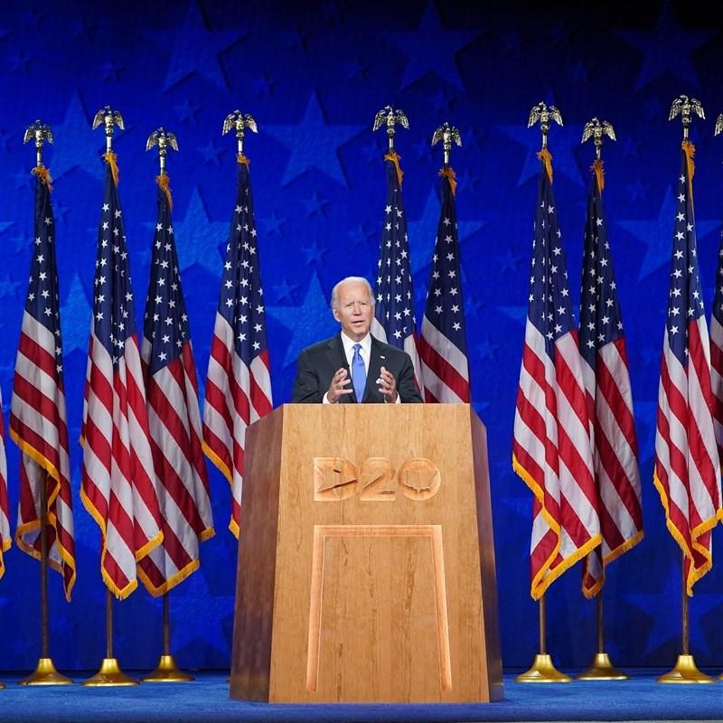 美國前副總統拜登20日接受民主黨提名,正式參選總統。(圖取自facebook.com/joebiden)