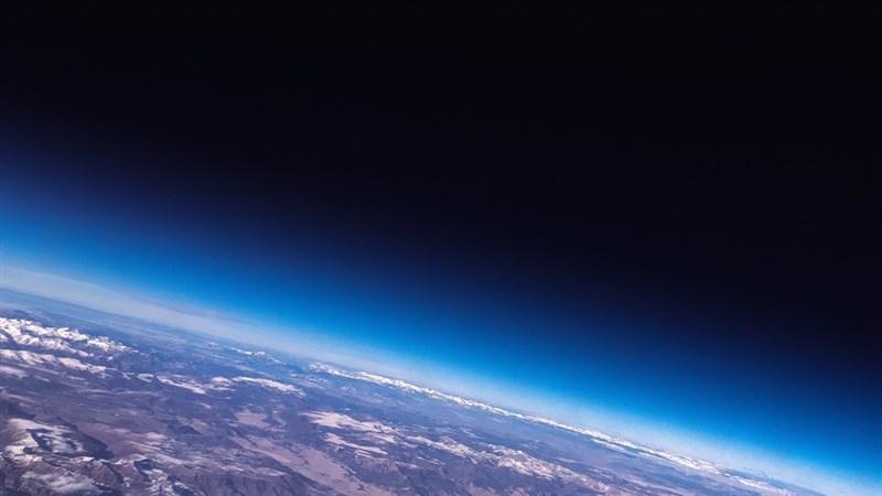 美國國家航空暨太空總署指出,一顆直徑約2公尺的小行星將在11月2日接近地球。(示意圖/圖取自Unsplash圖庫)
