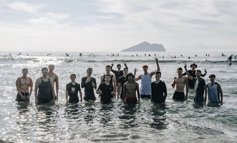 2020夏季籃球挑戰賽將於8月31日點燃戰火,為備戰夏季籃球挑戰賽,SBL九太科技隊移師至宜蘭烏石港沙灘,進行新型態體能訓練。(九太提供)中央社記者黃巧雯傳真 109年8月24日