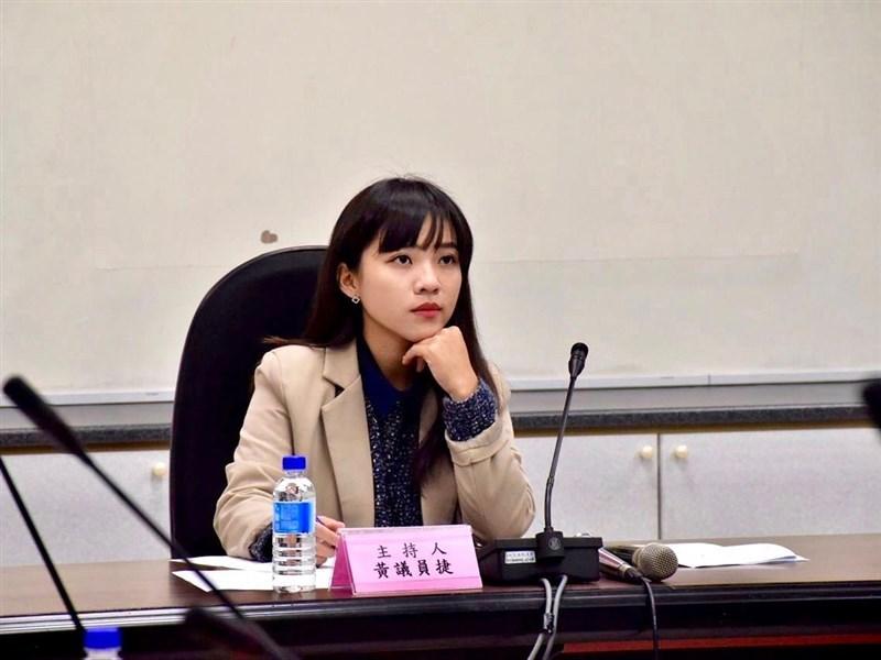 高雄市議員黃捷26日晚間透過臉書宣布退出時代力量。(圖取自facebook.com/FongshanHuangjie)