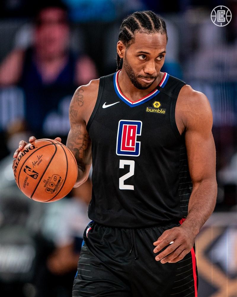 美國職籃NBA季後賽首輪第6戰,洛杉磯快艇30日以111比97擊敗達拉斯獨行俠。快艇當家球星雷納德發威,攻下全隊最高33分。(圖取自twitter.com/LAClippers)