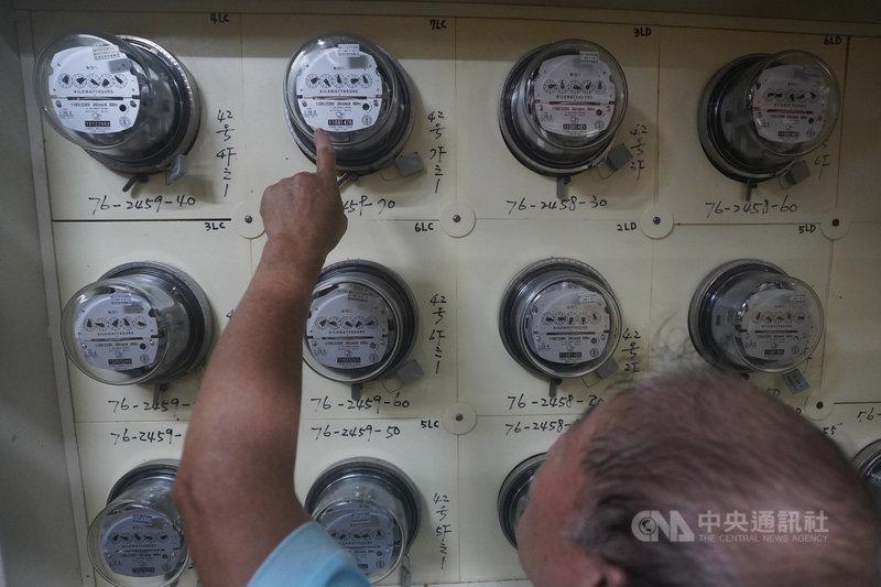 經濟部26日宣布,今年4月到9月電價維持每度2.6253元,為連續6次凍漲,創史上最久。(中央社檔案照片)