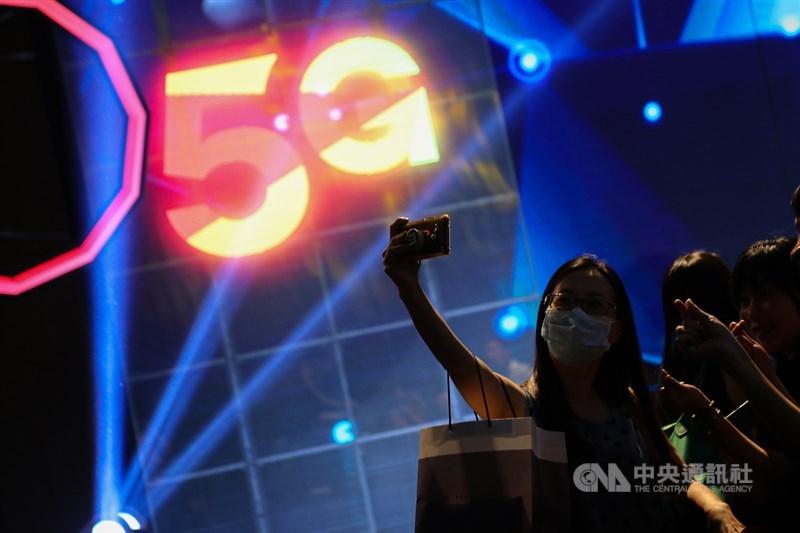 美國積極推動全球電信產業「去中化」,擴大乾淨網路計畫,台灣5家電信業者全部加入,等於有美方背書資安無虞,有望改變以往5G設備市場被少數國際大廠瓜分的局面。(示意圖/中央社檔案照片)