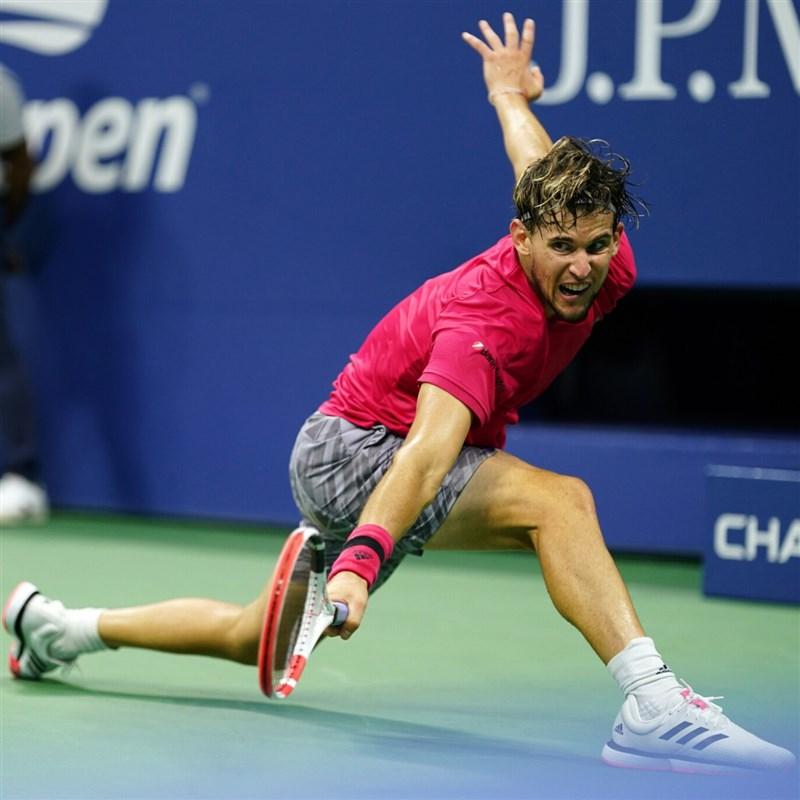 奧地利好手提姆(圖)13日在美國網球公開賽男單決賽鏖戰5盤,力克德國對手茲韋列夫,首度抱回大滿貫賽單打金盃。(圖取自twitter.com/usopen)