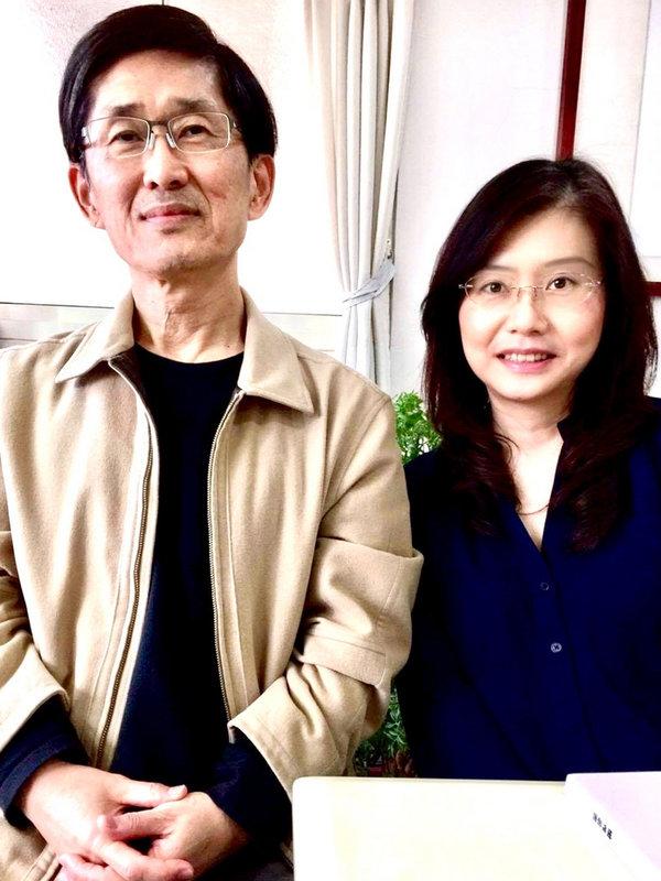 鋼琴家葉青青(右)策劃「秋天的故事」音樂會,以詩人陳義芝(左)詩選與台灣作曲家歌樂創作演出,希望透過音樂會推廣中文藝術歌曲,展現詩作另一種音韻之美。(詠樂集提供)中央社記者趙靜瑜傳真 109年9月16日