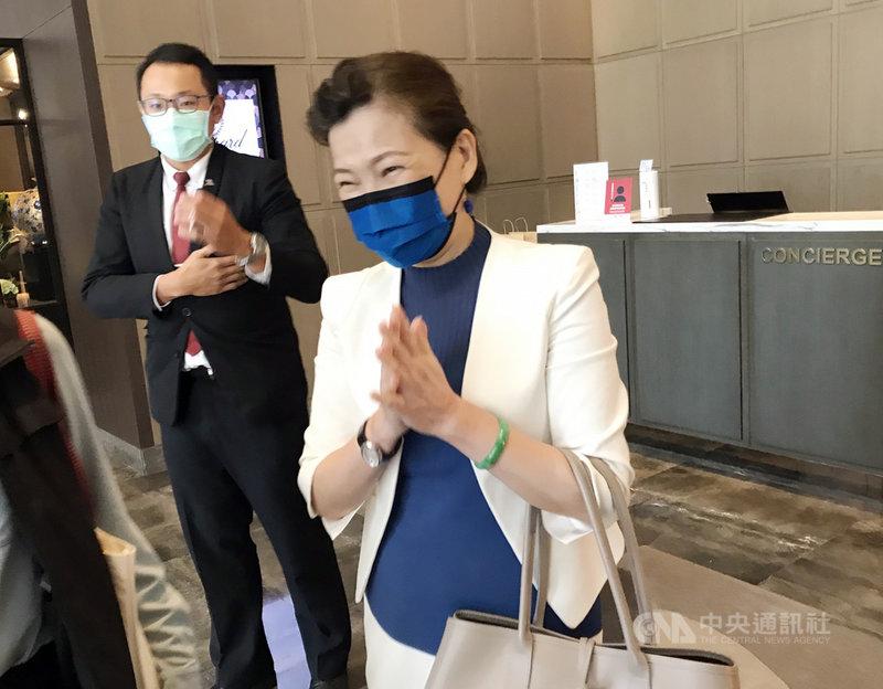 經濟部長王美花(前)18日上午出席台美經濟會晤,會後對媒體詢問未作回應。中央社記者梁珮綺攝 109年9月18日