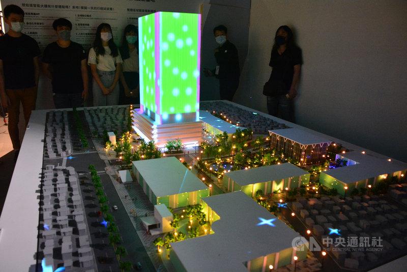 「2020設計新北」19日在府中15新北市動畫故事館展出,以未來的三重第二行政中心為主,透過模型與光雕展呈現永續節能、循環智慧的特性。中央社記者黃旭昇新北攝 109年9月19日