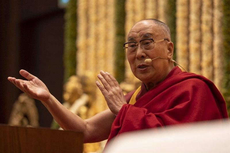 上百位諾貝爾獎得主指控中國政府企圖阻止西藏精神領袖達賴喇嘛(圖)和中研院前院長李遠哲在諾貝爾獎峰會發表演說。(圖取自facebook.com/dalailamaworld)