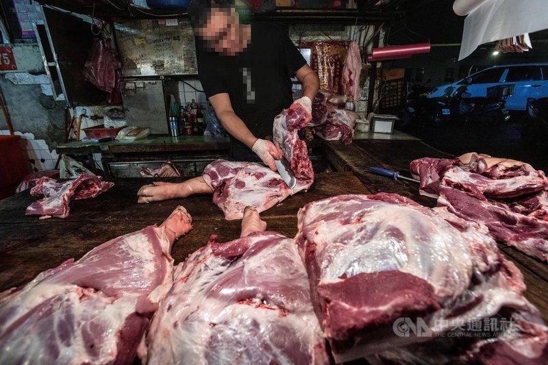 溫體肉衛不衛生,專家說,國際規範要求處理過程中凡是會碰到肉的設備,生菌數最好是零或10個以下,不能超過100個,國內現行的屠宰、運送、處理流程根本不符合國際標準。(台灣動物社會研究會提供)中央社記者楊淑閔傳真 109年9月27日
