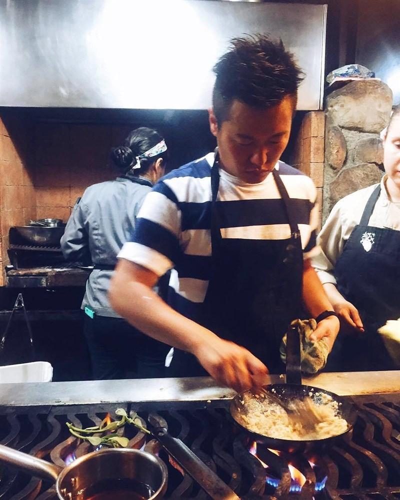 活躍法國巴黎美食界的日本籍名廚關根拓自殺身亡,根據遺屬說法,關根疑是苦於網路中傷霸凌而自殺。(圖取自instagram.com/taksekin)