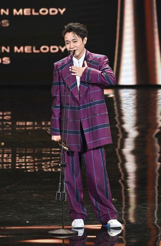 金曲獎新科國語歌王3日揭曉,吳青峰獲獎致詞感性謝謝自己沒有放棄、死命的繼續唱歌,「你很努力了」。(台視提供)
