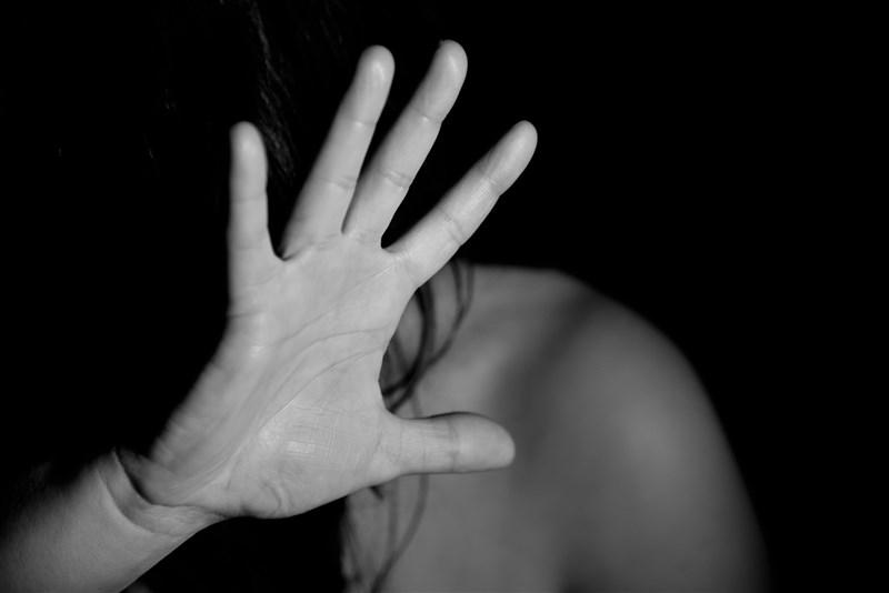 法院內政委員會7日初審通過社會秩序維護法第83條條文修正草案,將現行規定針對調戲「異性者」裁罰,改為「他人」,讓裁罰對象不僅限於調戲異性。(示意圖/圖取自Pixabay圖庫)