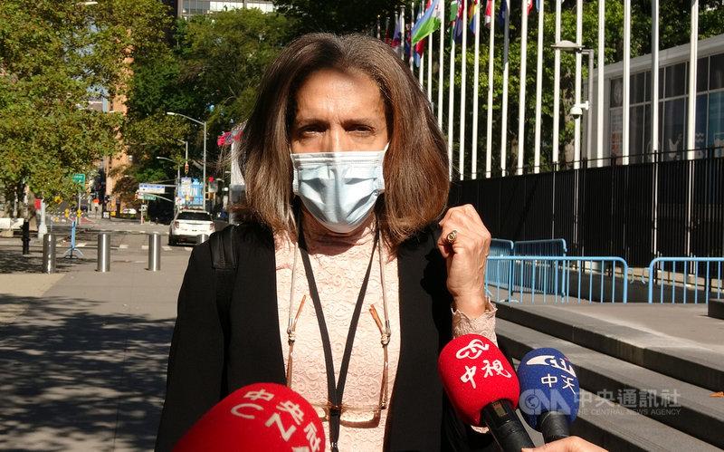 貝里斯駐聯合國常任代表楊恩美東時間9日遞交友邦連署函後說,她向聯合國秘書長古特瑞斯強調應讓台灣參與世界衛生大會。中央社記者尹俊傑紐約攝 109年10月10日