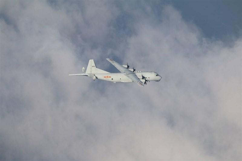 共軍頻對台文攻武嚇,但根據公開資訊,共軍10月均以運8反潛機(圖)等「慢速機」擾台。(國防部提供)