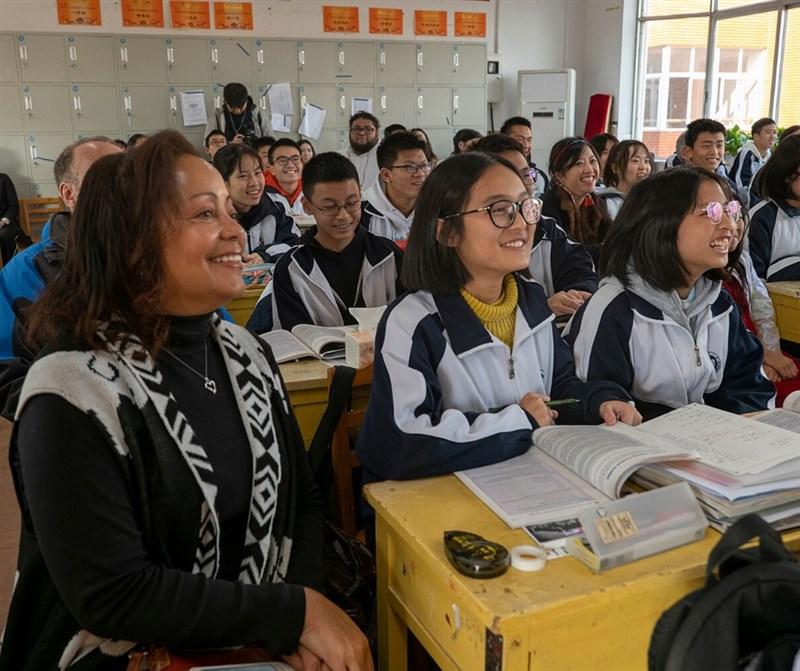 美國國務卿蓬佩奧15日表示,美方無法接受北京得以存在孩童教室中,因此要求美國孔子學院年底前全部關閉。圖為孔子學院課堂一景。(圖取自facebook.com/CIUSCenter)