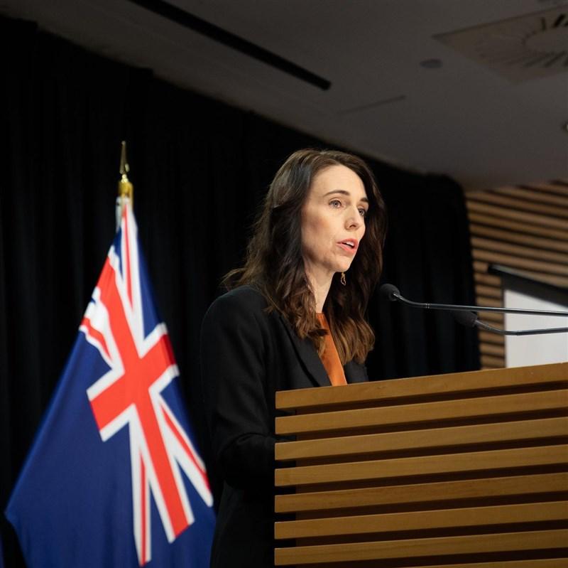 紐西蘭總理阿爾登13日表示,最大城市奧克蘭將繼續實施最嚴格的COVID-19防疫措施至少一週。(圖取自facebook.com/jacindaardern)