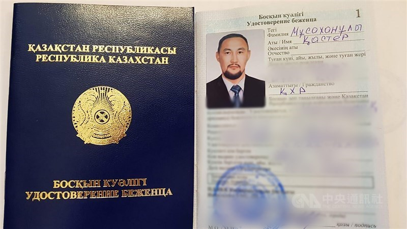 人權領袖賽爾克堅說,哈薩克政府發給兩名逃離新疆的哈薩克族人難民證,意味當局首度承認新疆存在再教育營。圖為哈斯鐵爾.木沙汗的難民證。(賽爾克堅提供)中央社記者何宏儒安卡拉傳真 109年10月17日