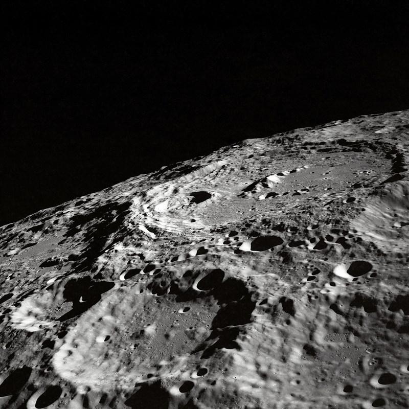 設備製造商諾基亞19日宣布進軍新市場,這家公司已贏得在月球安裝第一套行動網路的合約。(示意圖/圖取自Unsplash圖庫)