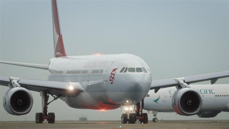 香港國泰航空21日宣布重組計劃,旗下港龍即日停運。國泰航空集團將削減約8500個職位,未來數週擬裁約5300名駐港員工。(圖取自facebook.com/cathaypacific)