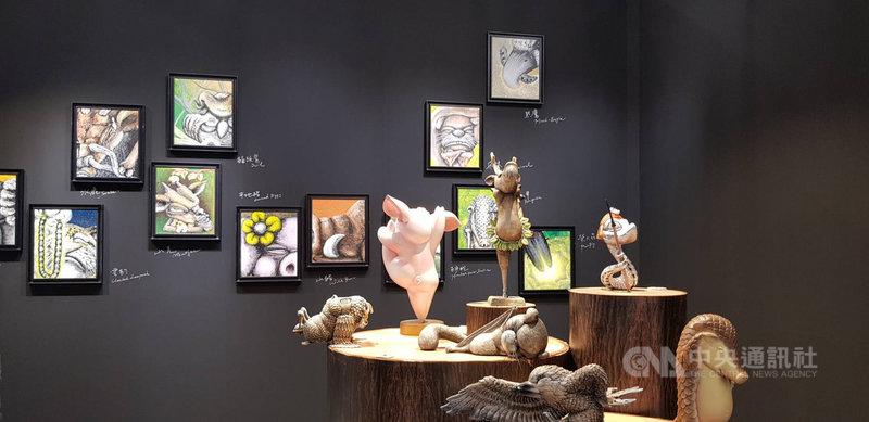 2020 ART TAIPEI 台北國際藝術博覽會23日將登場,新銳原住民藝術家杜寒菘以山林為發想的「山林好朋友」,創作出13個動物角色原創IP,以小動物熱鬧歡樂的互動,詮釋跨族群的文化故事。中央社記者鄭景雯攝 109年10月22日