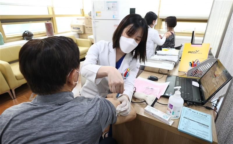 韓國流感疫苗接種近日接連傳出死亡案例,路透社報導,截至目前死亡人數至少達25人。(韓聯社)
