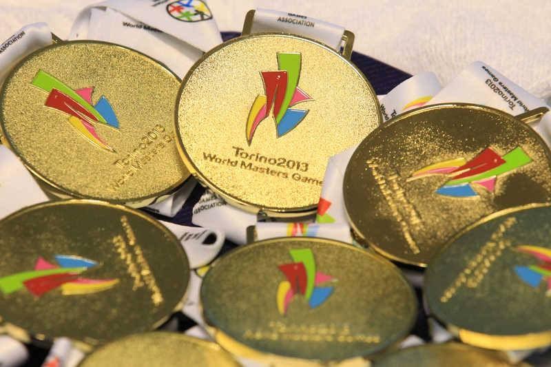台北市政府22日宣布,雙北確定主辦2025世界壯年運動會,預計有110國選手來台參賽,帶來100億觀光財。圖為2013年義大利杜林世壯運獎牌。(圖取自facebook.com/IMGAmasters)