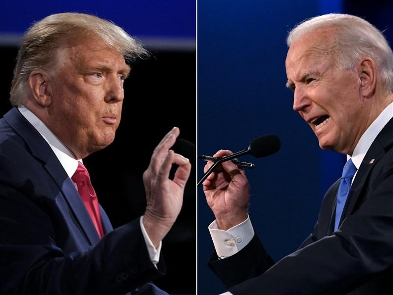 美國總統川普(左)與民主黨對手拜登(右)22日在最後一場辯論回歸正常,依規則交鋒防疫、種族等議題,呈現彼此南轅北轍治國觀點。(法新社)
