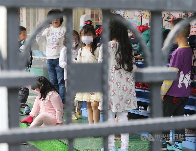 教育部近日預告「幼兒教保及照顧服務實施準則」修正草案,擬刪除「幼兒園不得採全日、半日或分科的外語教學」的規定。此為示意圖。(中央社檔案照片)