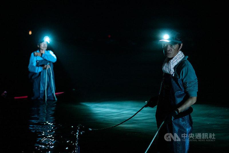 導演朱平執導短片「降河洄游」24日下午在2020高雄電影節舉行世界首映,這也是今年5月驟逝的演員吳朋奉(右)遺作。(高雄電影節提供)中央社記者葉冠吟傳真 109年10月24日
