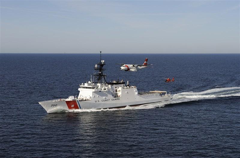 白宮國安顧問歐布萊恩23日發布聲明表示,中國對印太作業船隻的騷擾危及區域穩定,美國海岸防衛隊將在西太平洋部署新一代快速反應巡防艦,確保航行自由。圖為美國海岸防衛隊大型海巡艦。(圖取自維基共享資源網頁,版權屬公有領域)